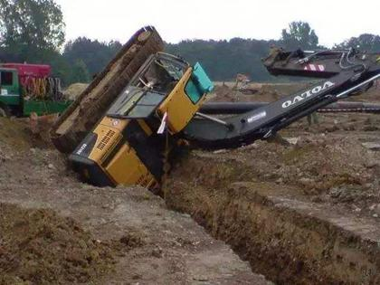 昭通修理工分享避免挖机侧翻六要素